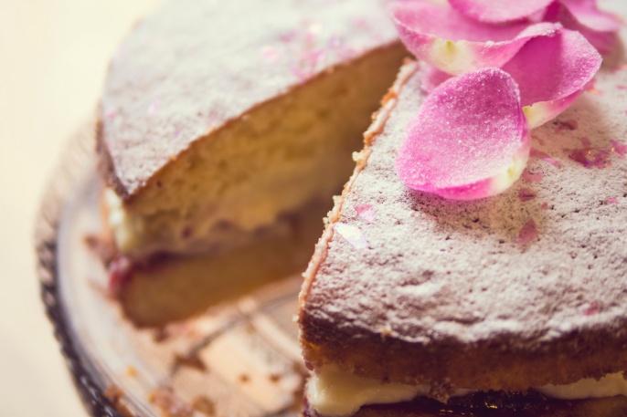 amydavies-food-photography-rose-cake-024